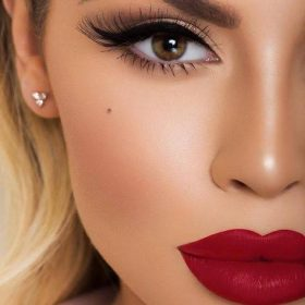 How to make your makeup beat the heat?